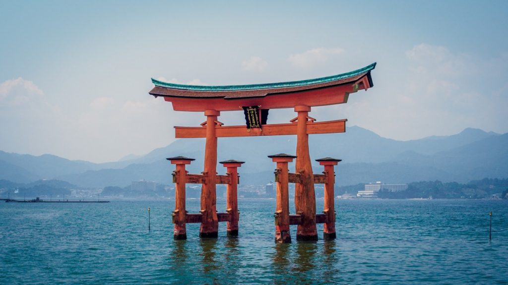 japan-itsukushima-shrine-1