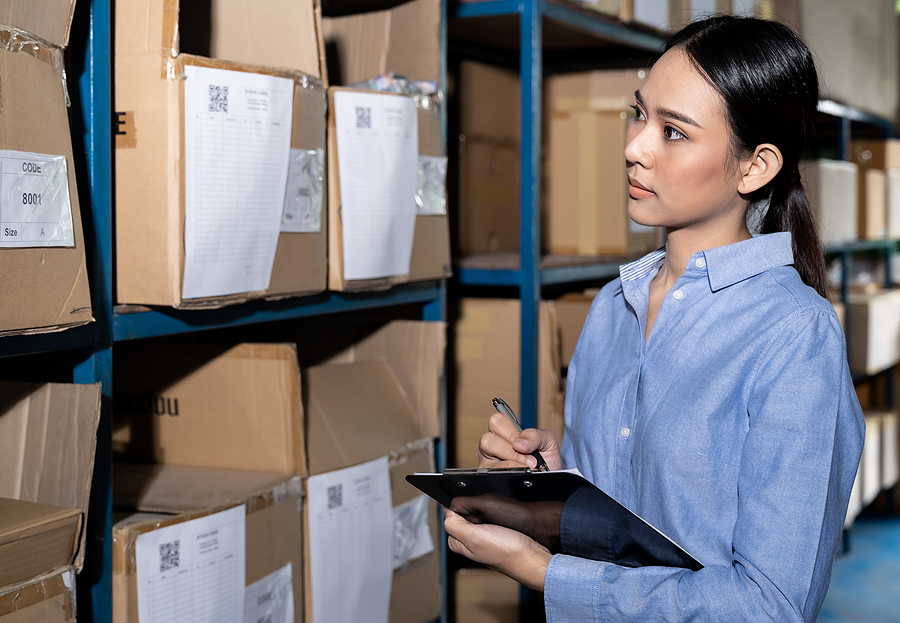 Businesswoman doing an inventory in a 3PL Warehouse